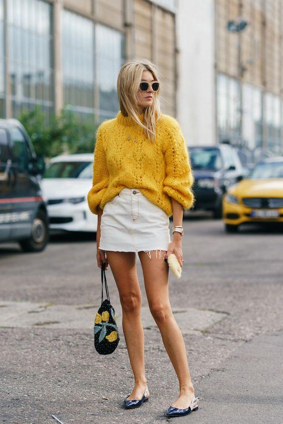 Vous avez besoin d'une idée de tenue avec une jupe en jean? Vous êtes au bon endroit! Je vous explique comment bien porter la jupe en jean en hiver et quand il fait plus chaud! #modefemme #jupeenjean #denimskirt