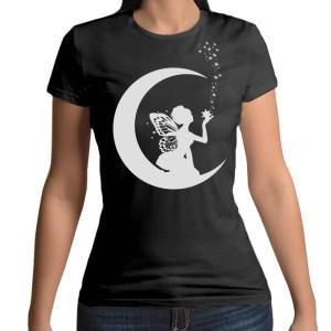 Tshirt 100% cotone con stampa frontale di una fata sulla luna su maglietta nera