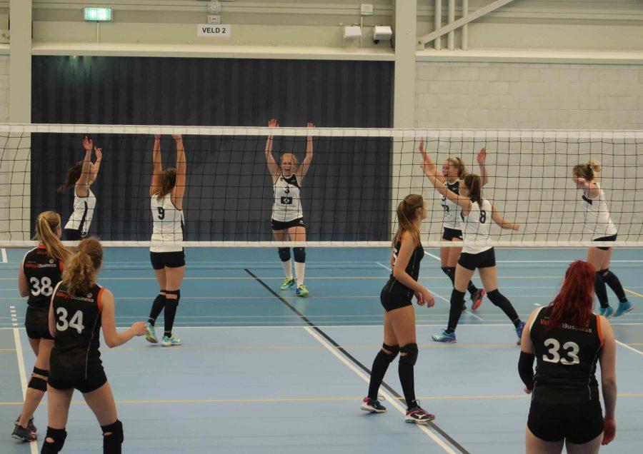 Dames 8 pakt setje tegen titelkandidaat Volley2B