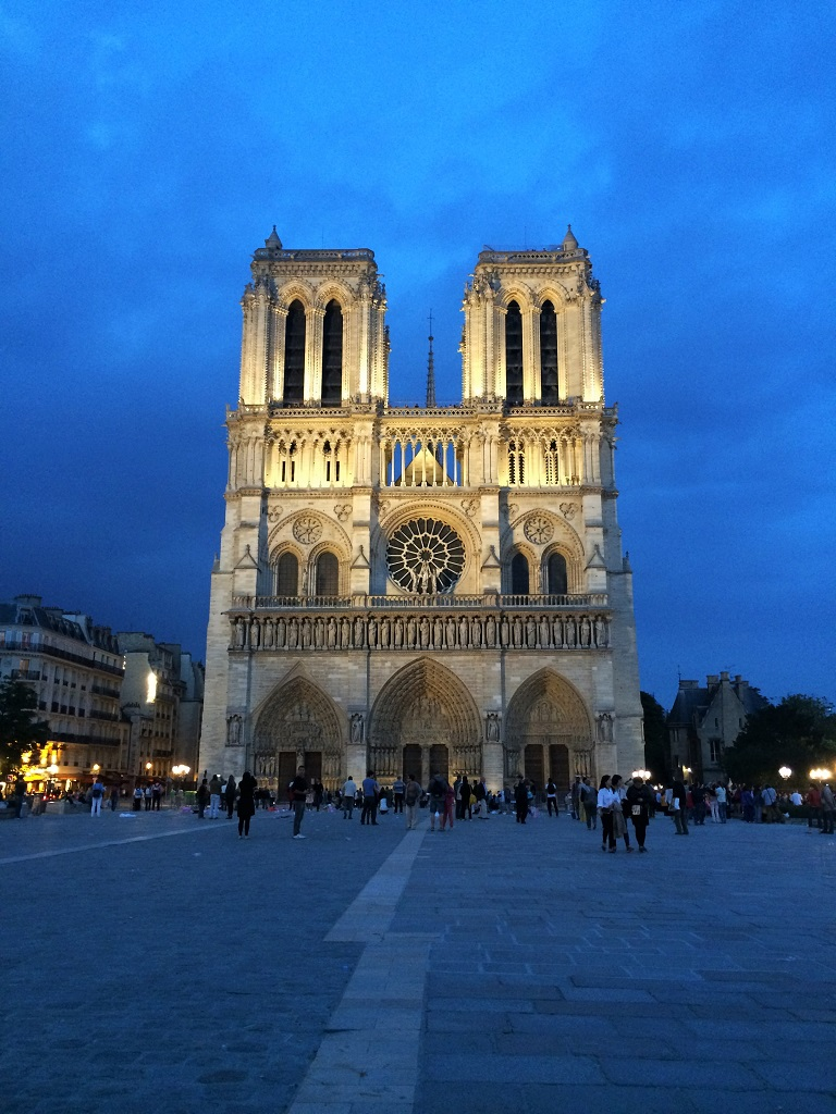 Notre Dame night1