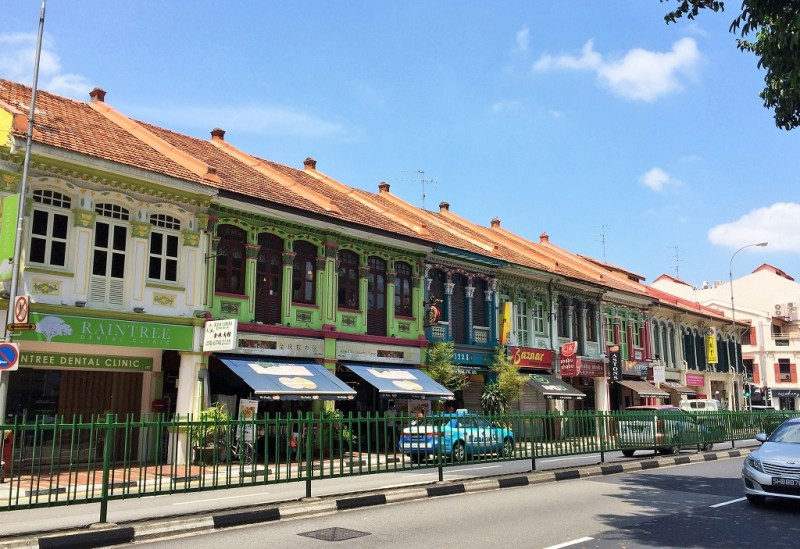 the old shophouses in this neighborhood - so full of character!