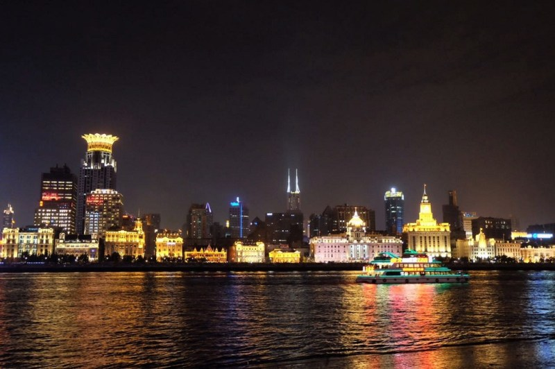 shanghai looking at the bund