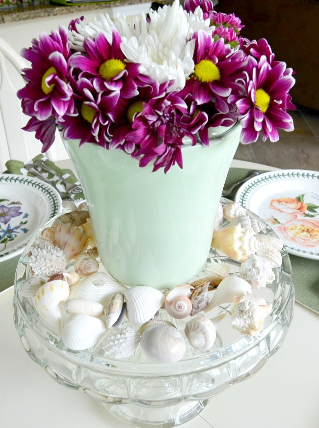 coastal Table setting flowers with shells