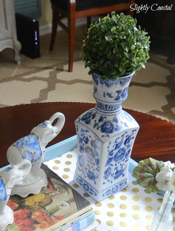 chinoiserie-blue-and-white-boxwood-ball-coffee-table