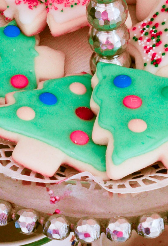 Slightly Coastal The Secret to Iced Sugar Cookies that look professional but are super simple