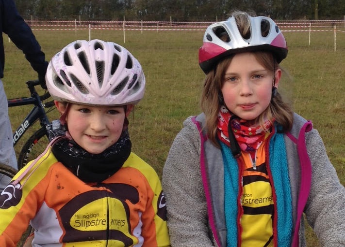 Caitlin & Astrid Report on the Central CX10 Hitchin Nomads Race