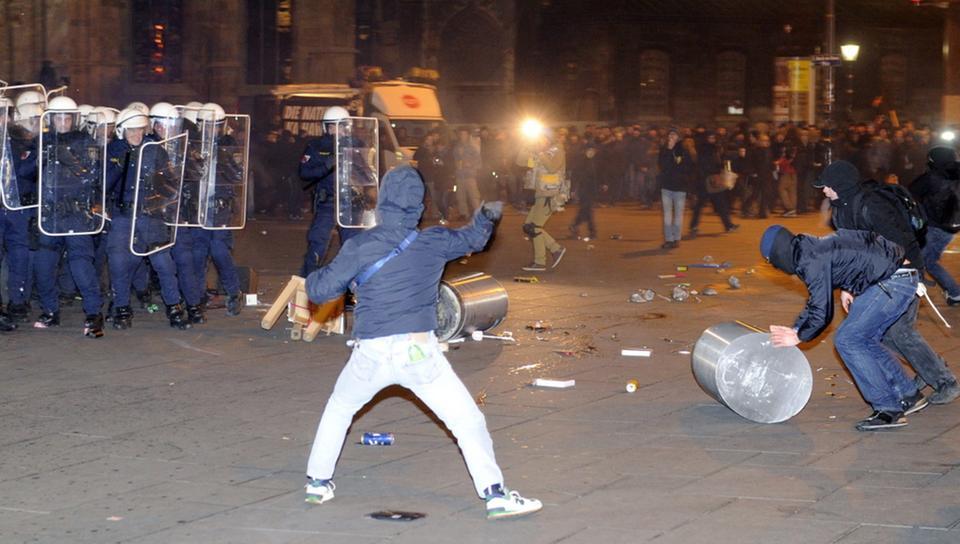 akademikerball-protest100~_v-videowebl
