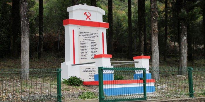 ravča, partizanski spomenik, srp i čekić, partizani,