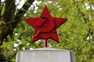 poljska, komunizam, spomenici
