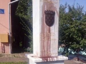 lovas, spomenik