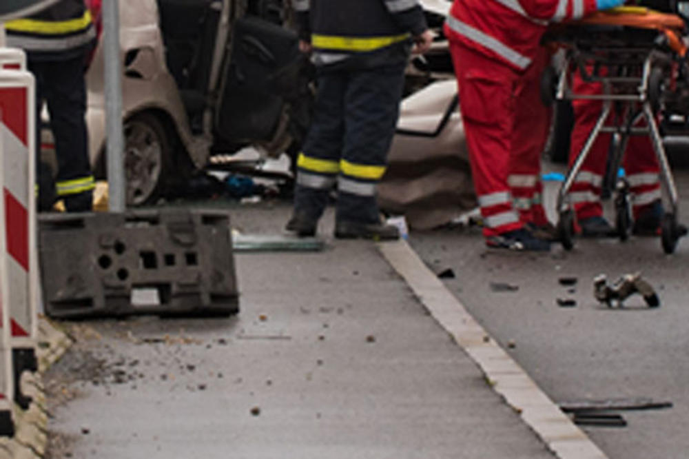Камион излета од пат, тешко повреден тетовчанец