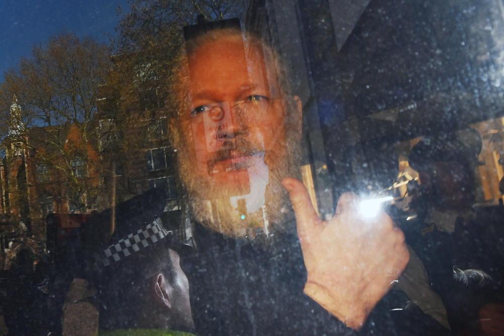 Одложена екстрадицијата на Асанж од Велика Британија во САД