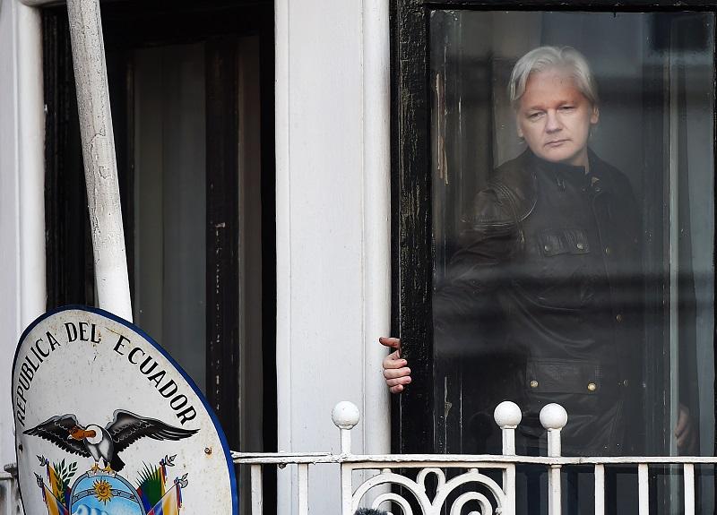 Шведска се откажа од барањето за екстрадиција на Асанж