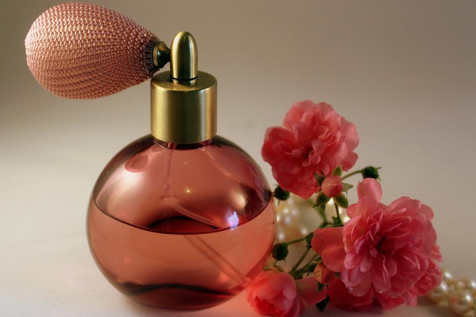 Четири точки на телото каде парфемот најдолго трае