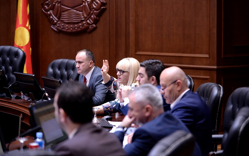 Шест министри веќе сменети, три сигурни за метла, пет во најава