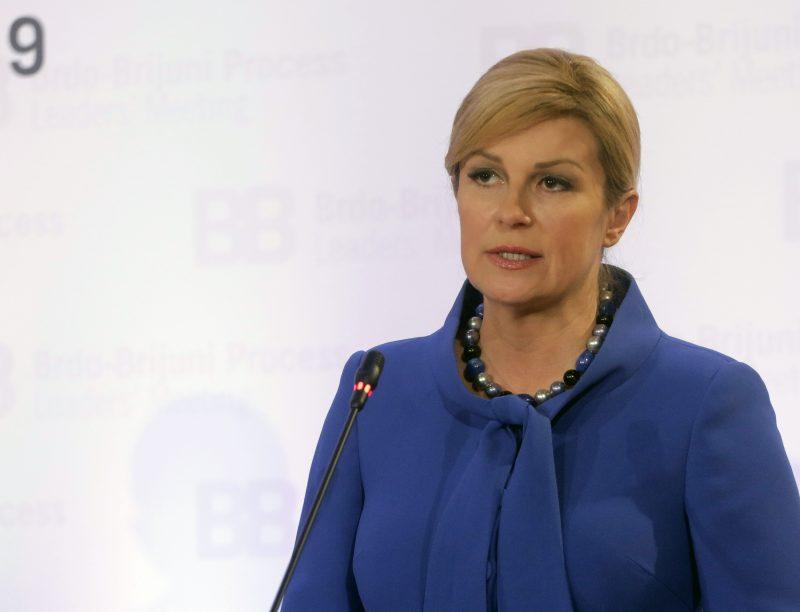 НА КОЛИНДА И СЕ ЗАКАНУВААТ СО ТАЈНА СНИМКА – Се подготвува најголемата афера во политиката на Балканот