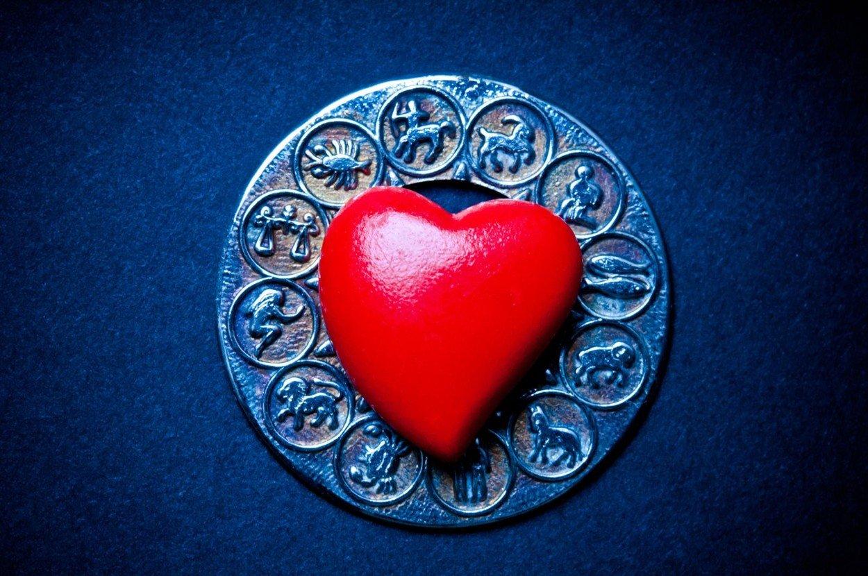 Би ризикувале се за љубовта – 4 хороскопски знаци кои лесно се вљубуваат