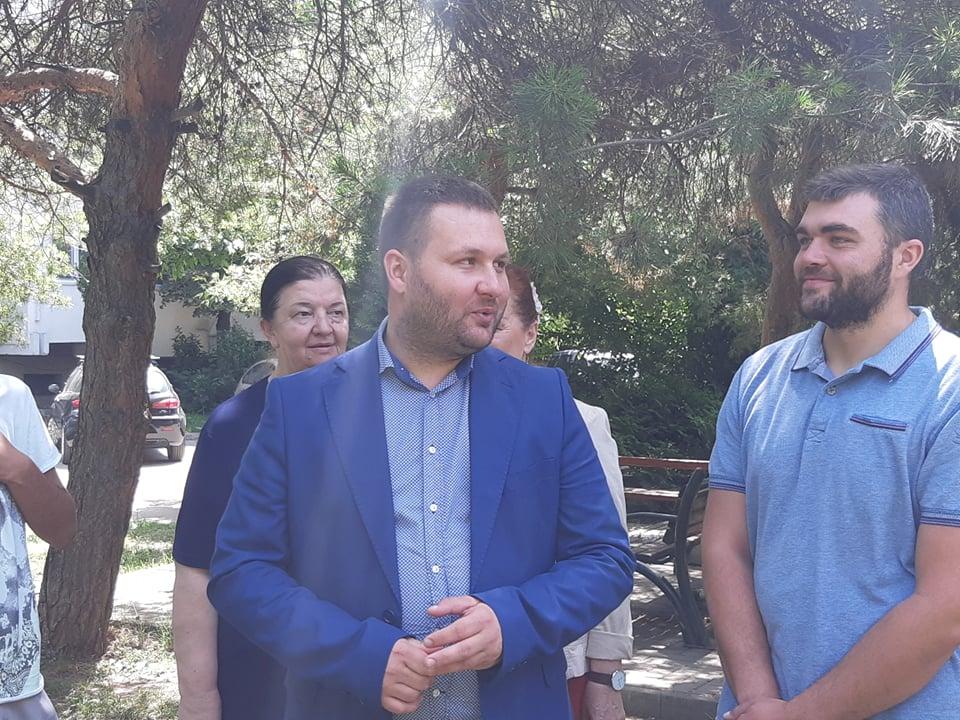 И покрај отпорот од кафеанџиите, Богдановиќ не запира