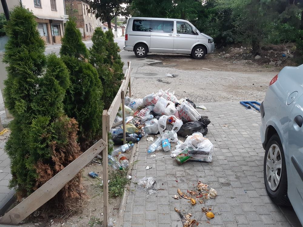 10 дежурни телефони за пријавување на проблеми со несобирање на ѓубре