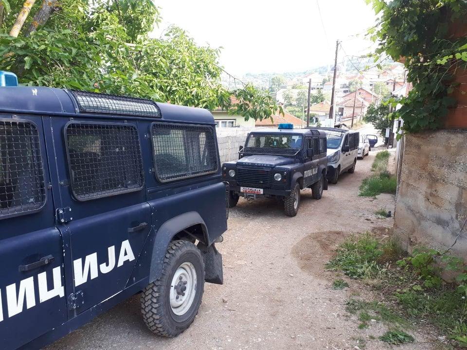 Уапсени двајца тетовци кои попречувале полицајци при претрес