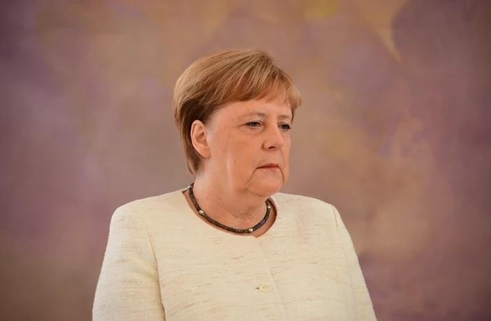 Меркел ќе разговара со Путин за протерувањето на двајца руски дипломата