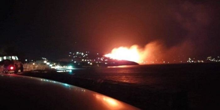 Големи пожари на три грчки острови, повеќе од 227 пожарникари на терен
