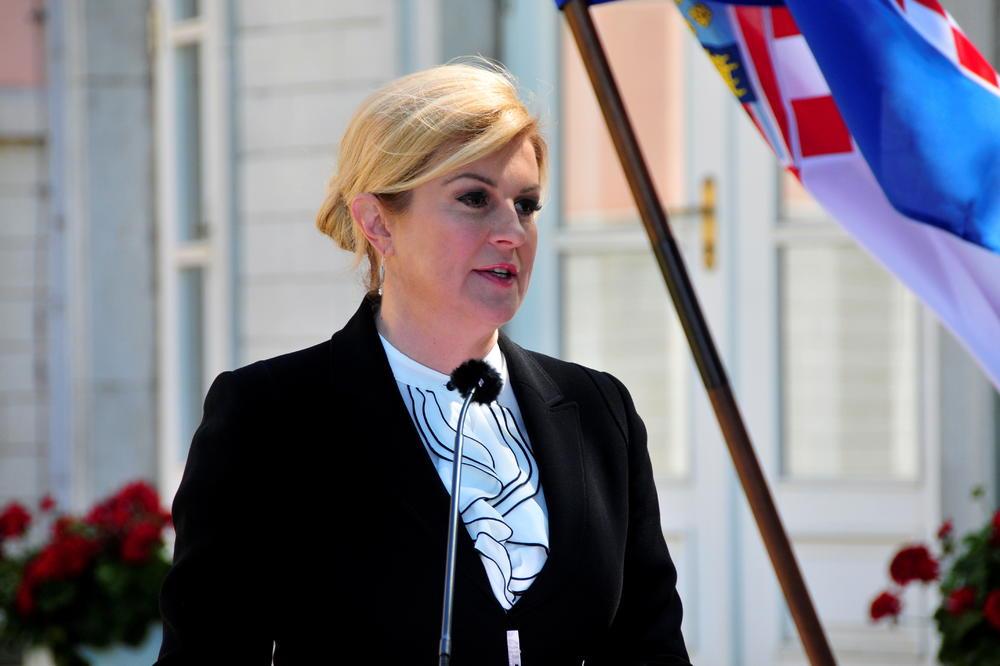 Грабар-Китаровиќ: Не се созреани услови за поставување на кирилични табли во Хрватска