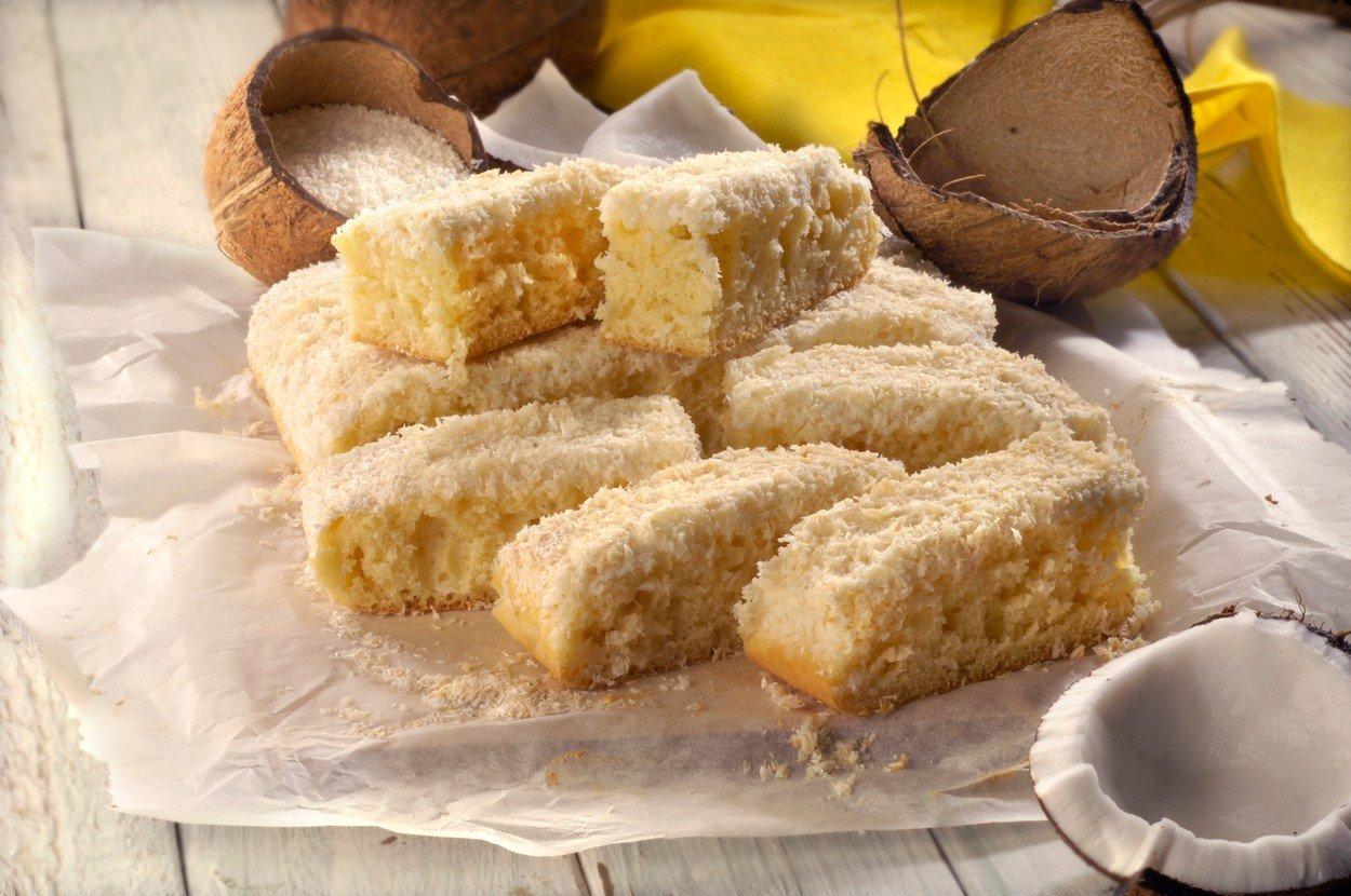 НЕВЕРОЈАТНО ВКУСЕН: Посен колач од кокос (РЕЦЕПТ)