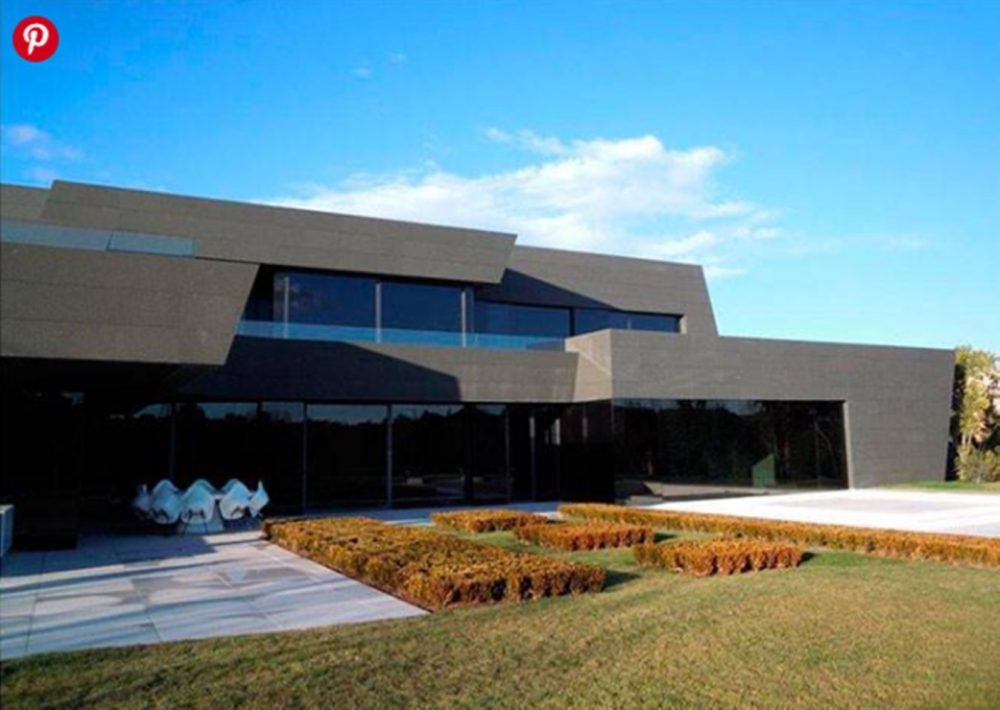 """Азар ја купи """"црната куќа"""" во Мадрид за 11 милиони евра (ФОТО)"""