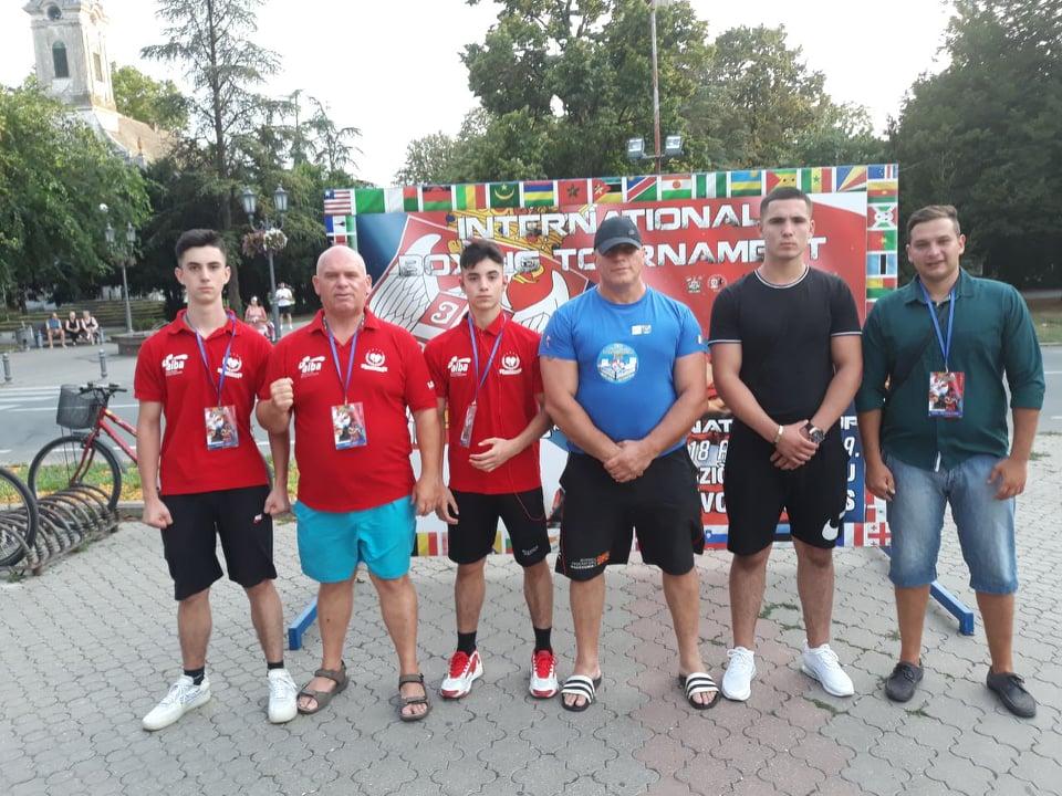 Боксерите со три медали се вратија од турнирот во Врбас