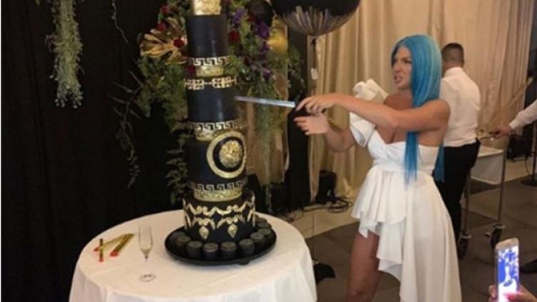 """Карлеуша слави роденден, """"Версаче"""" тортата гламурозна како славеничката"""