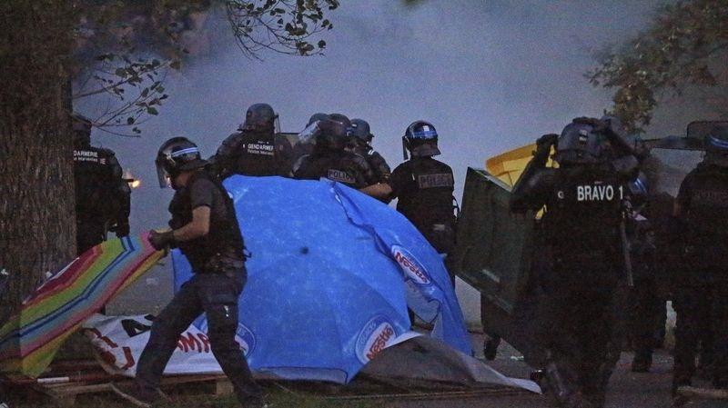 Големи протести во Франција пред почетокот на Г7 самитот (ВИДЕО)