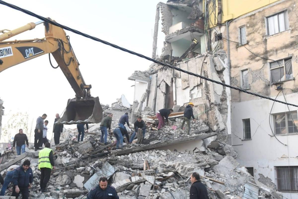 ПО БРОЈНИТЕ ЖРТВИ ВО ЗЕМЈОТРЕСОТ: Албанските власти започнаа со апсење на несовесните градители