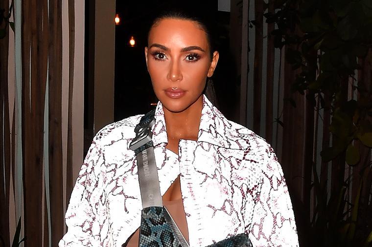Класичен пример како не треба да се облекувате: Ким Кардашијан ги разочара модните критичари!