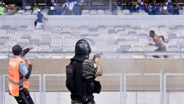 Славниот бразилски клуб испадна во втора лига: Хаос на трибините, полицаец пукаше во навивач