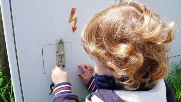 Фотографија како предупредување: Ова е изгореницата која моето дете ја доби од полначот за мобилен (ФОТО)