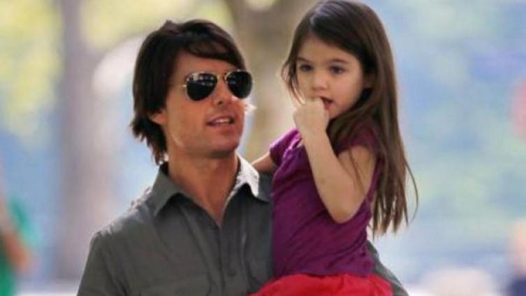 Том Круз посака да ја види ќеркичката Сури