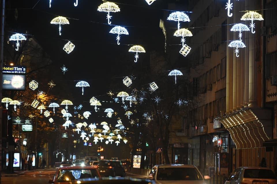 Скопје украсено, ама само во центарот