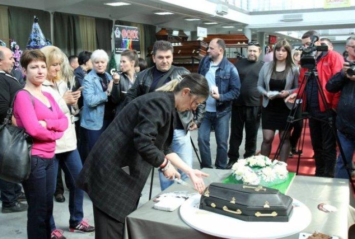 sajam-pogrebne-opreme-torta-foto-beta-sasa-dordevic-1460724003-887055