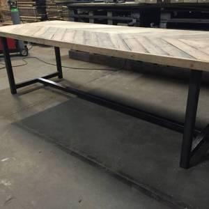 Industrieel staal frame tafel stalen frame houten blad