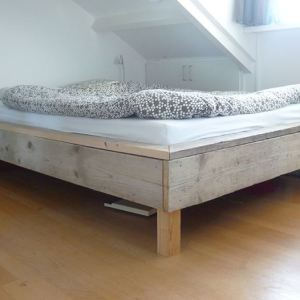 Tweepersoonsbed van steigerhout (140cm)