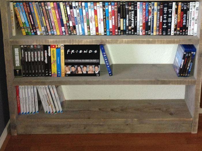Lage boekenkast of dvd-kast van steigerhout