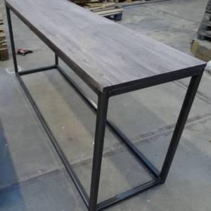 Side table met rustiek eiken blad en stalen open kubus onderstel