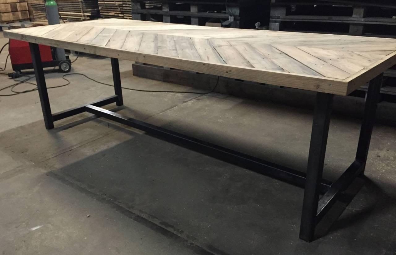 Metalen Onderstel Voor Tafel.Tafel Visgraat Design Tafelblad En Stalen Onderstel Met Trekstang