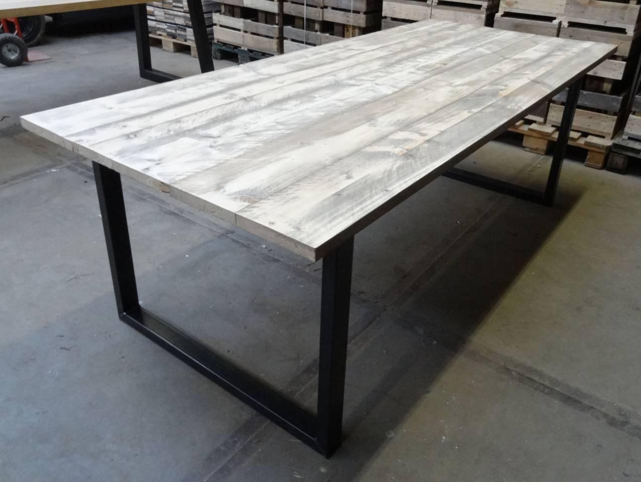 Tafel Stalen Poten : Tafel met steigerhout blad en stalen u onderstel