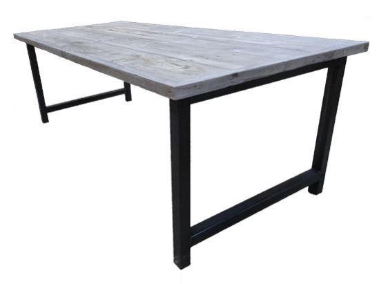 Tafel met verlijmd grenen grey wash blad en stalen onderstel met