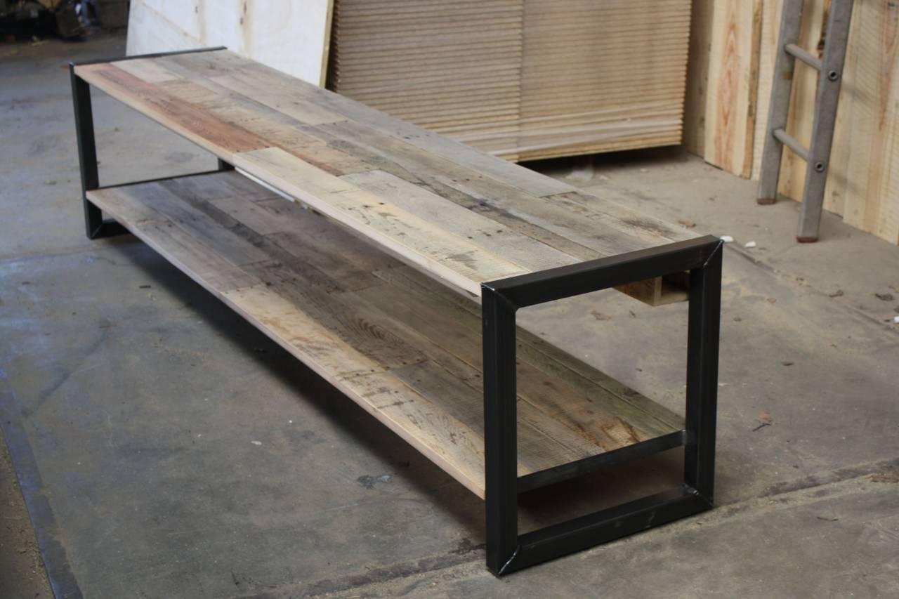 Tv meubel van eiken sloophout met een stalen frame for Sloophout meubels