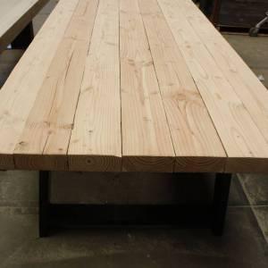 Douglas balken tafel met een gegalvaniseerd stalen A-frame