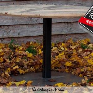 Artistieke sloophout tafelblad met centrale stalen tafelpoot