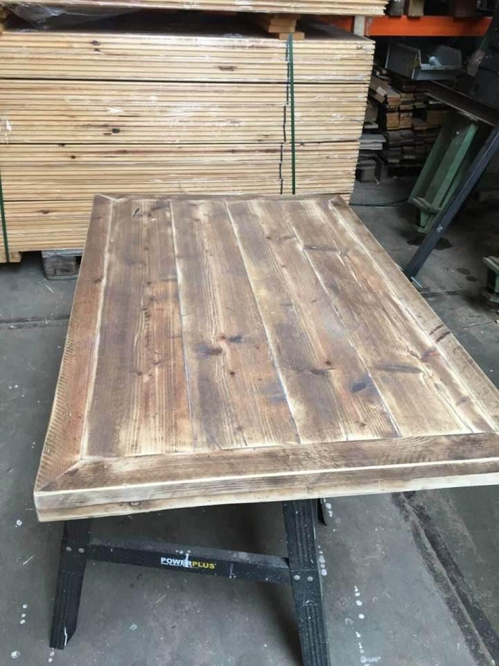 Steigerhout tafelblad met versteklijst for Tafelblad steigerhout maken